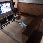 TV-Fernbedienung mal anders (TV nähert sich dem Sofa)