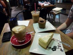 "Café ""My Sweet Memory"" mit Chai Tea, Caramel Macchiato und Kuchen"