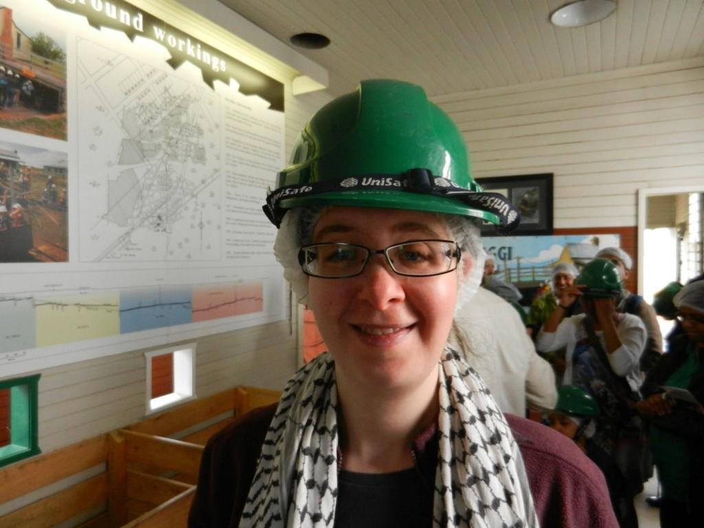 Alina mit Helm in der State Coal Mine, Wonthaggi