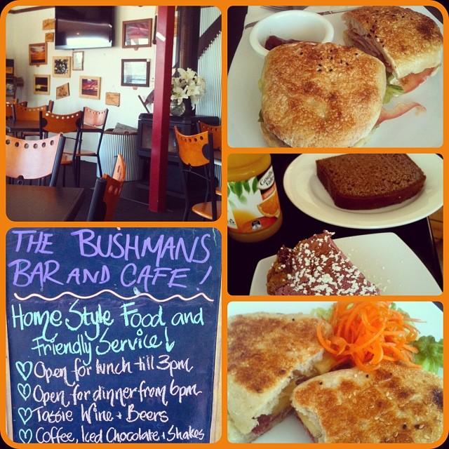 Bushman's Bar and Cafe mit Sandwich und Kuchen