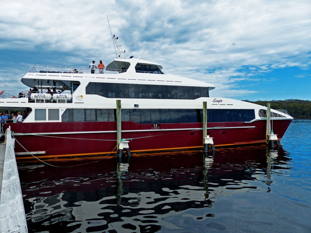 Fähre namens Eagle von Heritage Cruises