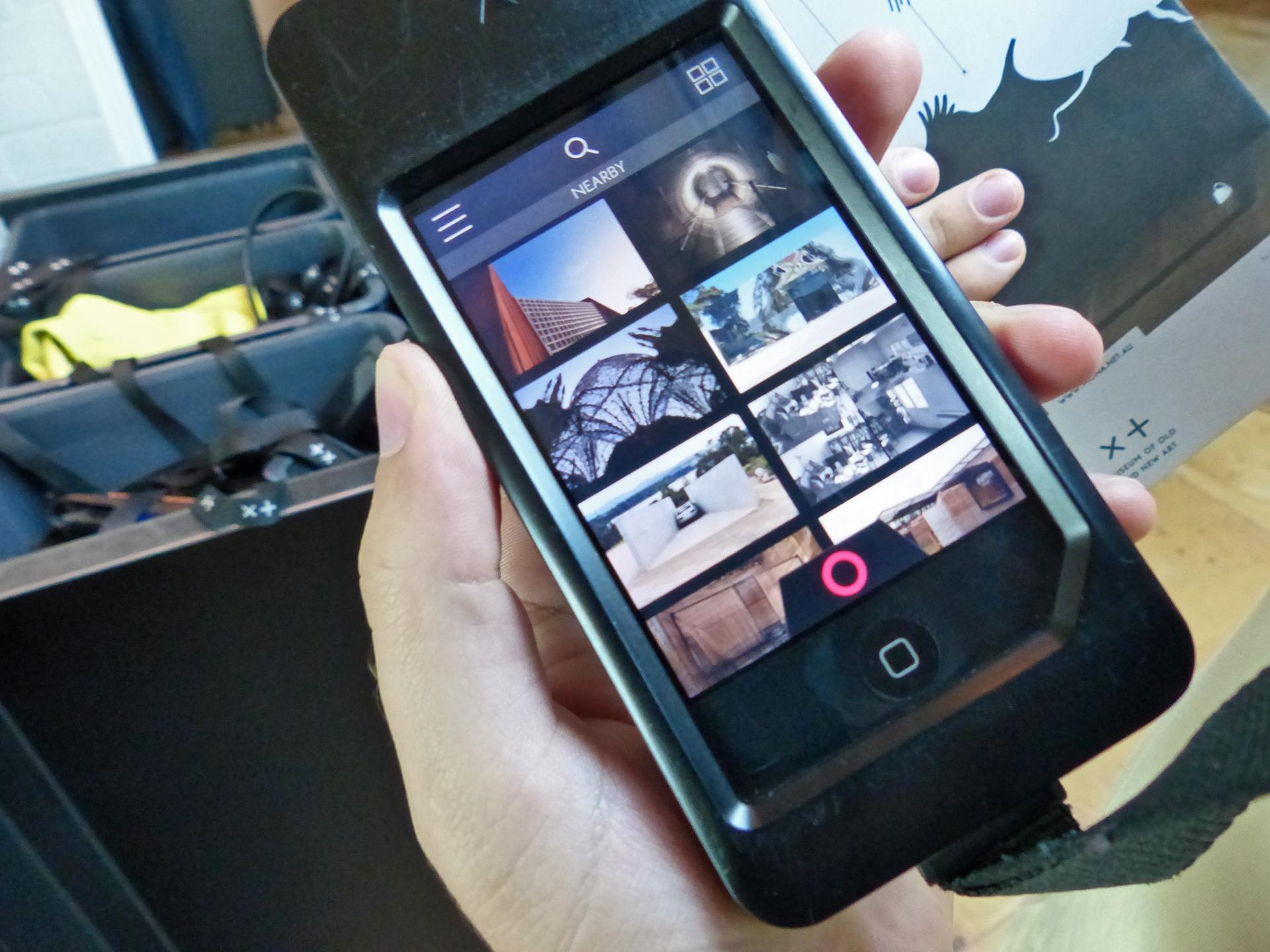 iPod touch mit der MONA App und Ansicht der nächstgelegenen Kunswerke im MONA