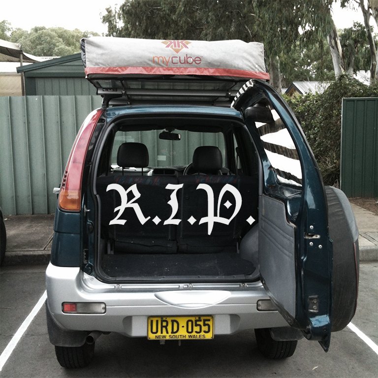 Leergeräumtes Auto URD kurz vor seinem Verkauf